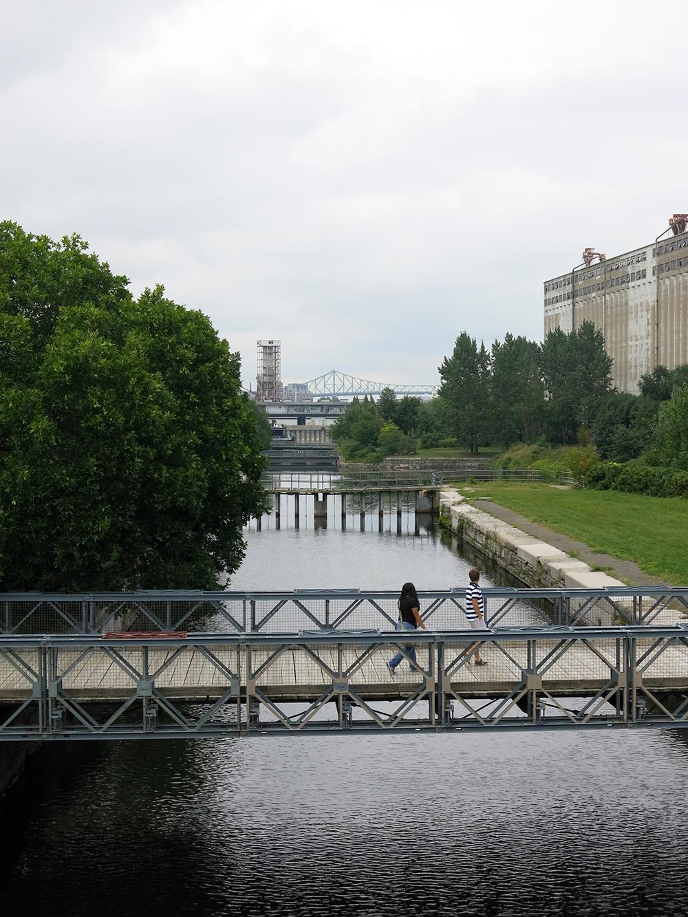 Montr al ville d 39 eau design le hublot bota bota spa - Piscine municipale montreal marseille ...