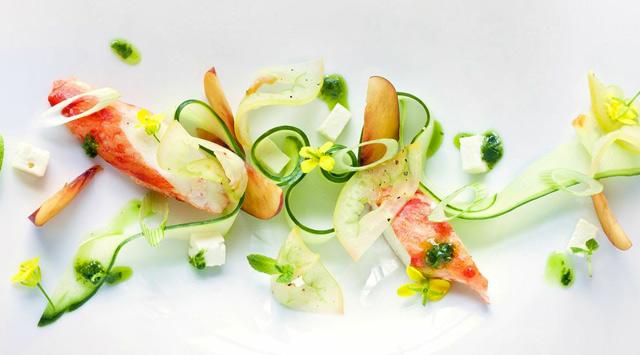 Salade de crabe, nectarine et féta, pesto de menthe