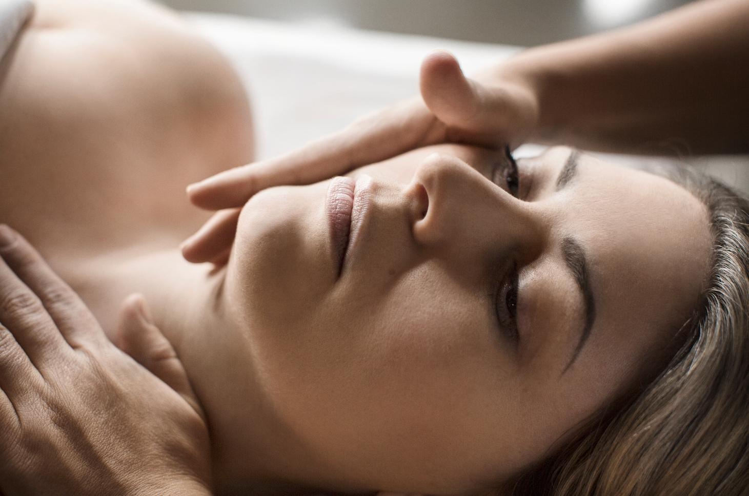 Conseils d'expert : comment prendre soin de sa peau cet été!